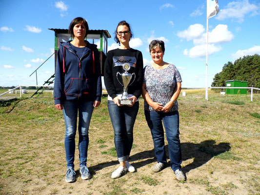 von links nach rechts: Silke Greiff 2.Platz, Alexandra Kühn 1. Platz (Wanderpokal) und Monika Mayer 3. Platz