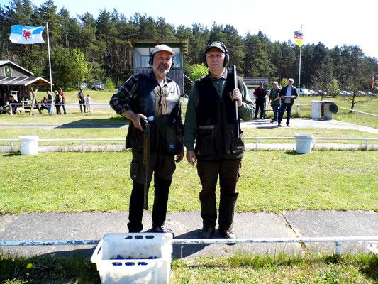 Bereit zum Stechen für die Ermittlung des 1. und 2. Platzes in der Gruppe Jagdanschlag links Reiner Grossmann und rechts Gunther Greiff.
