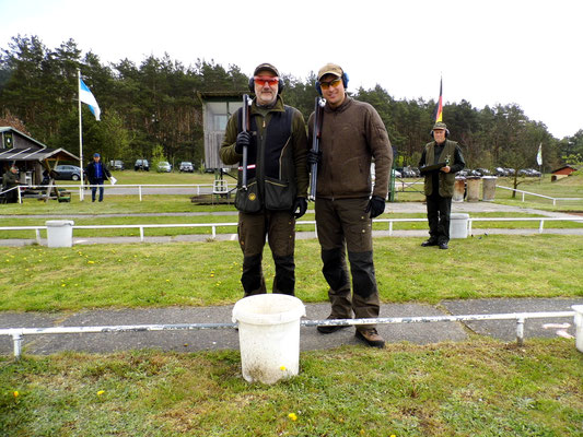 Bereit zum Stechen für die Ermittlung des 1. und 2. Platzes in der Gruppe des Jagdanschlages links Roland Ueckermann und rechts Pascal Kitzrow.