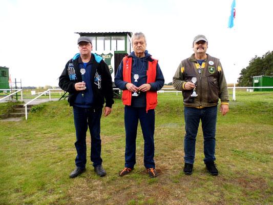Hier sehen Sie von links nach rechts: Rüdiger Fröhlich 2.Platz, Rainer Klockow 1.Platz und Frank Hügelow 3.Platz