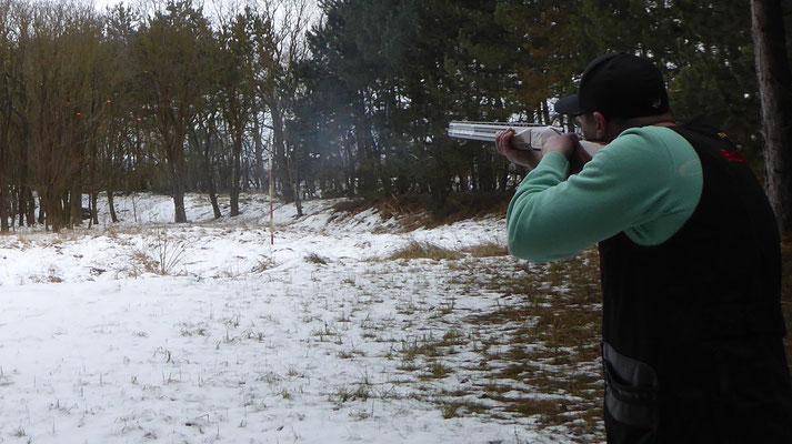 Tino Fröhlich beim schießen und treffen.