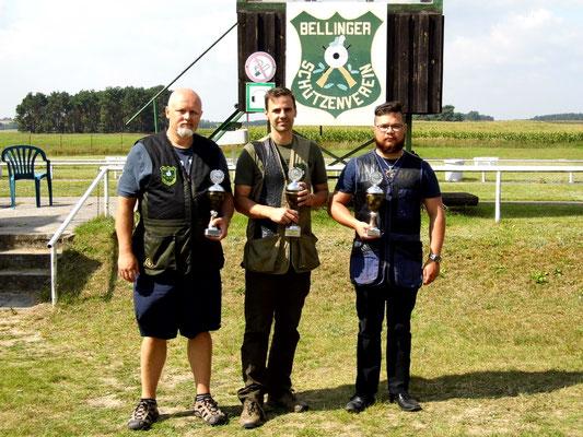 Sieger der Schützen-/ Altersklasse von links nach rechts: Roberto Greiff 2. Platz, Christian Freuer 1. Platz und Patrick Tietz 3. Platz