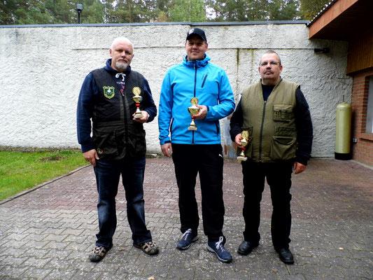 Gewinner der Schützen-/Altersklasse von links nach rechts: Roberto Greiff 2.Platz, René Hafenstein 1.Platz und Karsten Lade 3. Platz