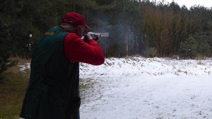 Werner Fröhlich beim schießen.
