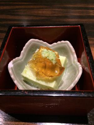 お通しの枝豆豆腐みたいなの。