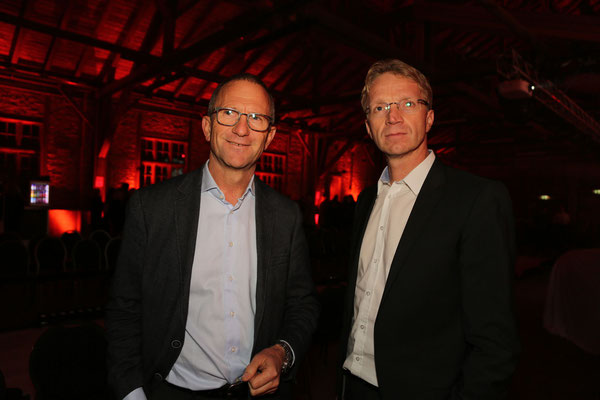 Foto: Konrad Lagger. Auf dem Bild: Johannes Santner (Verbundleiter Porsche Betriebe Salzburg) und Richard Irnesberger (Geschäftsführer Porsche Alpenstraße)