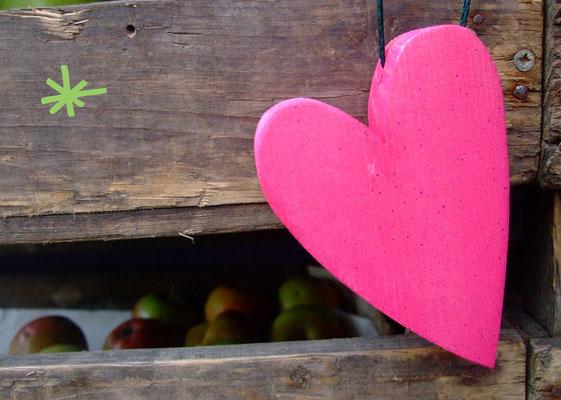 1 Herz mit Apfel