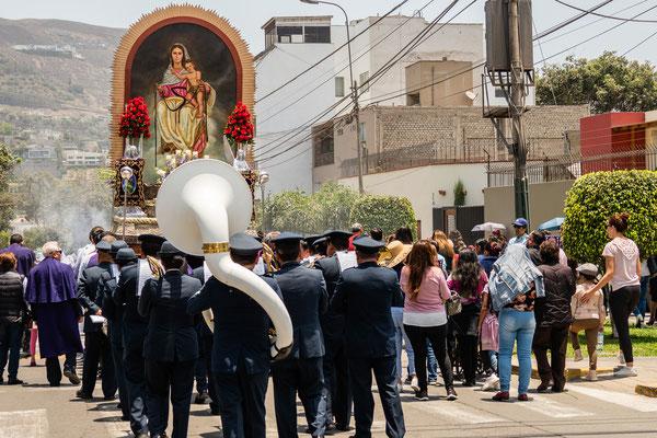 3. Nov.   Lima - Surco: Virgen de los nubes (Rückseite des Senor de los milagros, Prozession)