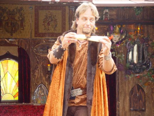 Parchemin enflammé, numéro de scène le Salut du Chevalier, Perceval Artiste Prestidigitateur