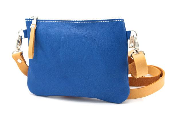 blau, kleine Tasche, Bauchtasche, Hüfttasche aus vegetabil (pflanzlich, chromfrei) gegerbtem Leder (IVN-zertifiziertes Naturleder), in Deutschland mit Liebe handgefertigt