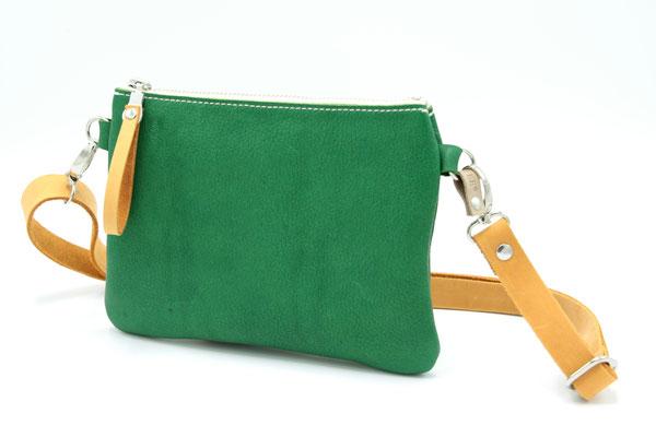 grün, kleine Tasche, Bauchtasche, Hüfttasche aus vegetabil (pflanzlich, chromfrei) gegerbtem Leder (IVN-zertifiziertes Naturleder), in Deutschland mit Liebe handgefertigt
