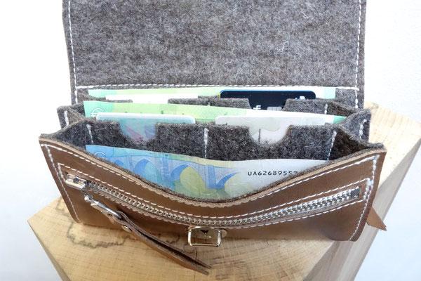 Nachhaltiger Geldbeutel aus pflanzlich gegerbtem Ecopell Leder und Wollfilz, in Deutschland handgefertigt