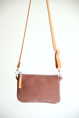 Kleine Tasche, Bauchtasche, Hüfttasche aus vegetabil (pflanzlich, chromfrei) gegerbtem Leder (IVN-zertifiziertes Naturleder), in Deutschland mit Liebe handgefertigt