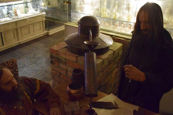 historische Figur zur Wodkaherstellung