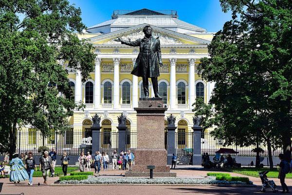 Denkmal an den Dichter Puschkin vor dem Russischen Museum