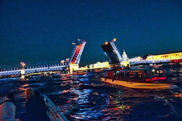 Bootsfahrt bei Nacht hier die Schlossbrücke
