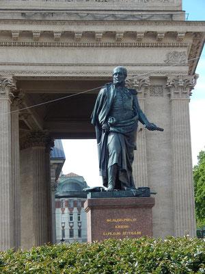 Feldherr Michael Kutusow vor der Kasaner Kathedrale