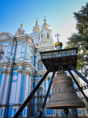 Nikolaus Kathedrale gesehen mit Gästen deutsche Reiseleitung