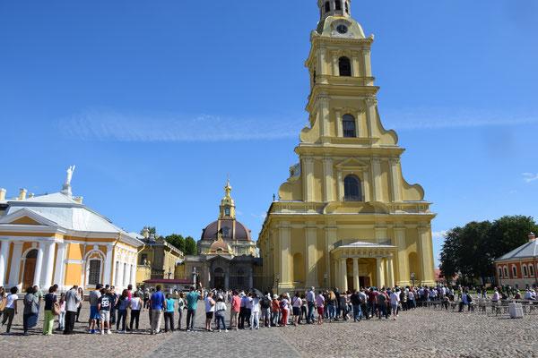 die Kathedrale mit Warteschlange