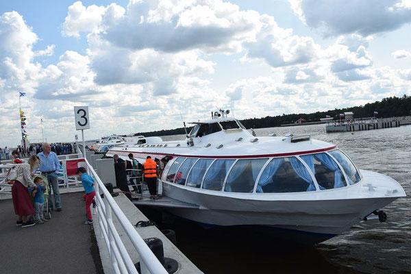 Anlegestelle mit Tragflächenboot