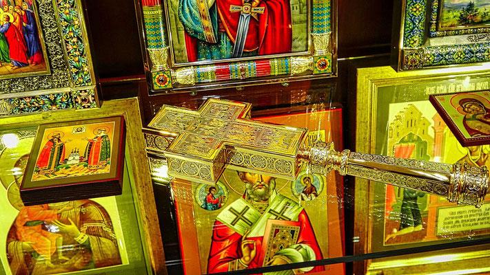 Kreuz aus Gold und Silber