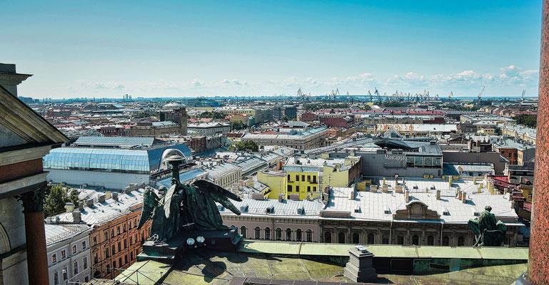 Blick in Richtung Stadt im Hintergund das Hafengebiet
