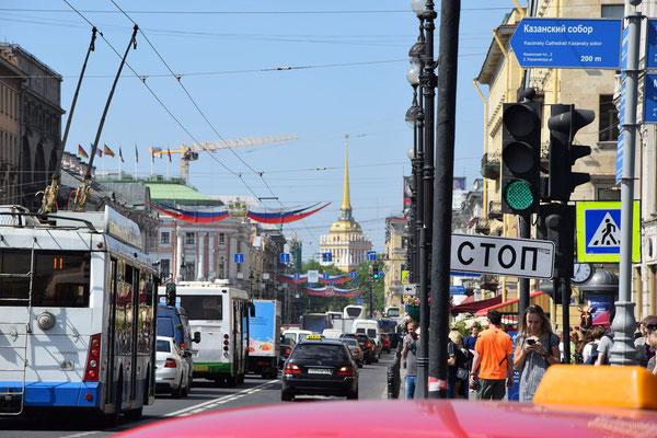 Newski Prospekt Straße mit Admiralität