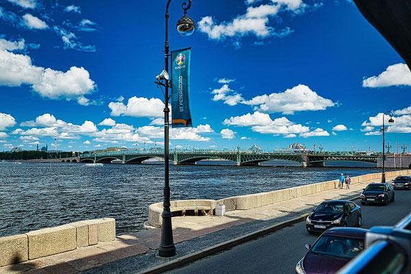 Troitskiy Brücke von weitem