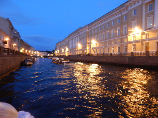 Bootsfahr bei Nacht