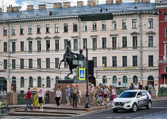 Anitschkow Brücke mit Pferd