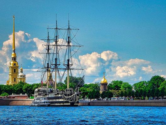 Segelschiff auf der Newa