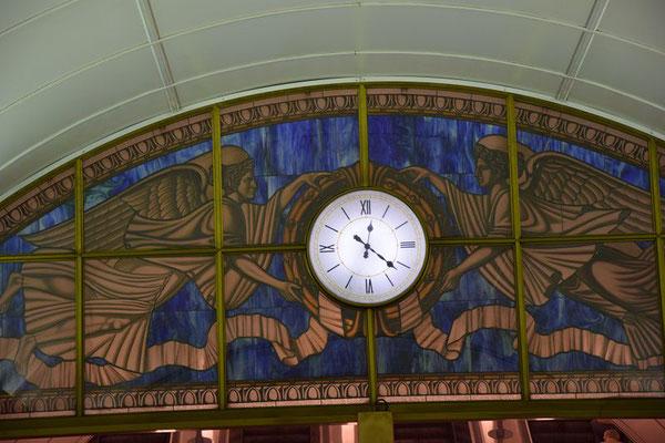 Uhr in der Metro