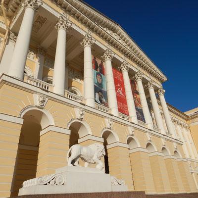 vor dem Russischen Museum