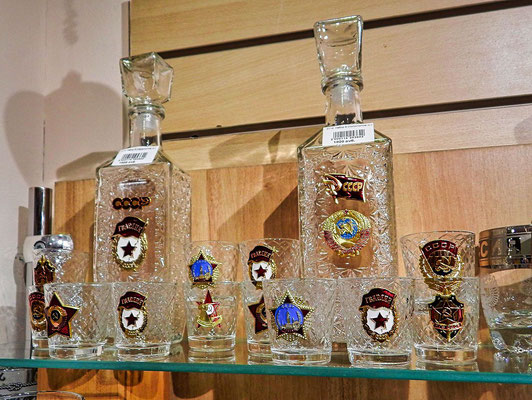 Gläser und Flaschen für Wodka