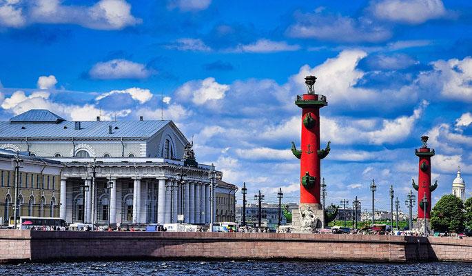 die Leuchttürme von der Eremitage aus gesehen Sehenswürdigkeiten in St Petersburg