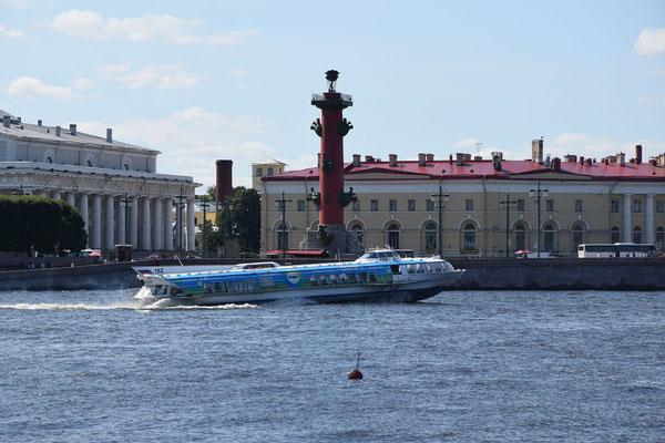 Tragflächenboot die alte Börse und Leuchtturm in Sankt Petersburg