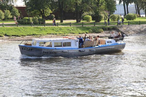 Ein kleines Boot auf der Newa      k