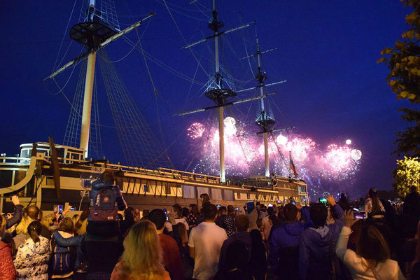 Feuerwerk am Schiff