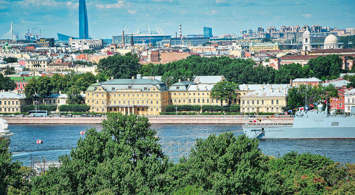 der Menschikow Plast im Hintergund der Gasprom Tower und das neue Stadion