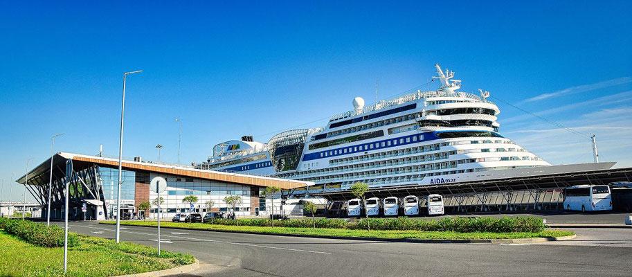 St. Petersburg visafrei   Schiff im Passagierschiffhafen Sankt Petersburg