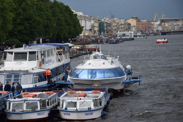 Boote in St Petersburg