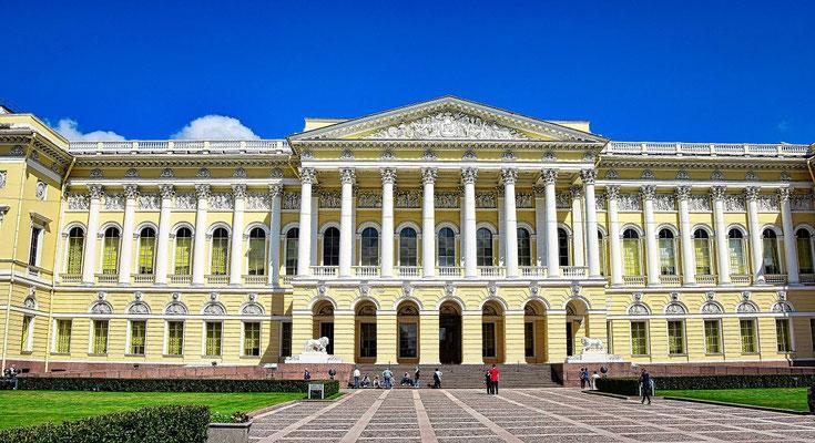 Russisches Museum die Außenansicht aufgenommen vom Platz der Künste aus