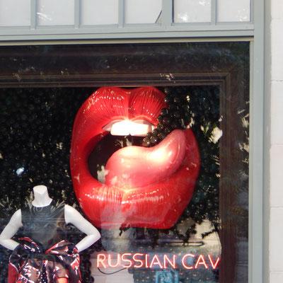 Schaufenster im Zentrum Russische Küsse