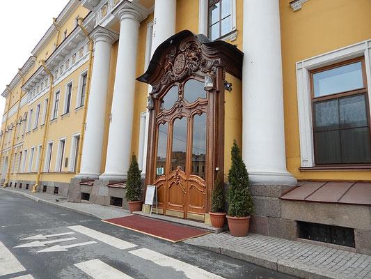 Der Eingangsbereich des Jussupow Palastes am Moika-Fluss in Sankt Petersburg