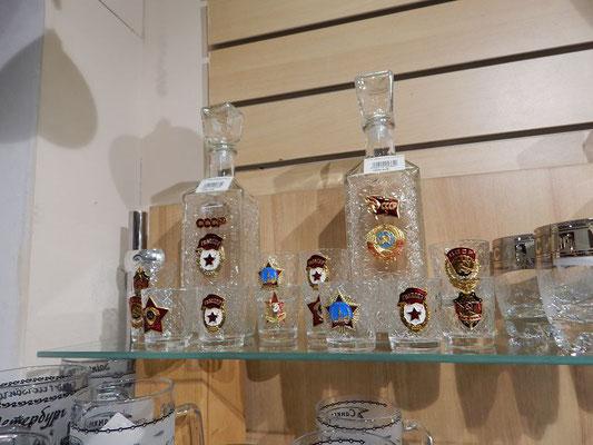 Wodkagläser und Karaffen