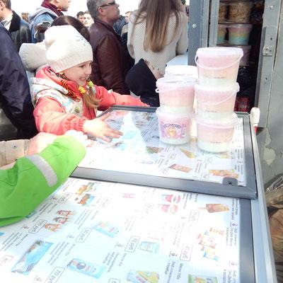 Eis am Feiertag für die Kinder