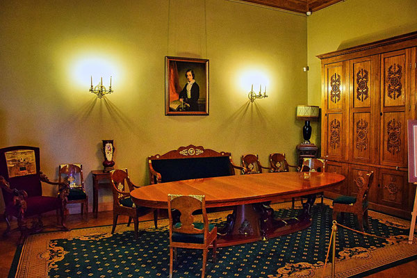 Einrichtung Tisch uns Stühle