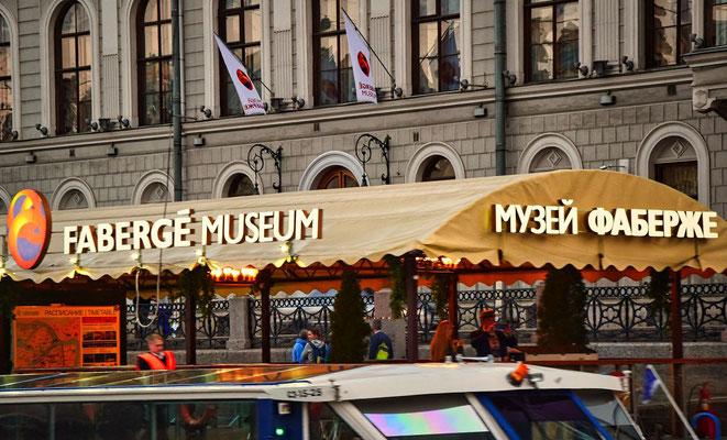 Eingang und Bootsanlegestelle Faberge Museum