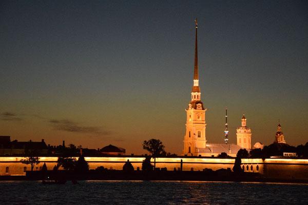Die Peter und Paul Festung bei Nacht