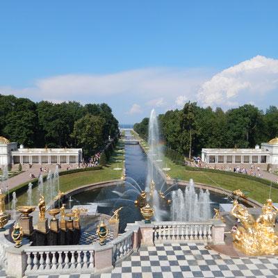 Blick vom oberen auf den unteren Park in Peterhof